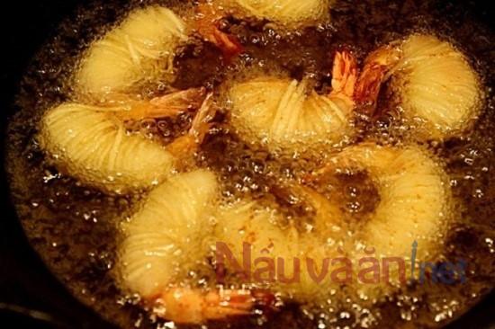 tôm cuộn khoai tây chiên lạ miệng