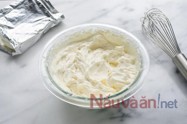 tán nhuyễn 200 gram creamcheese với đường