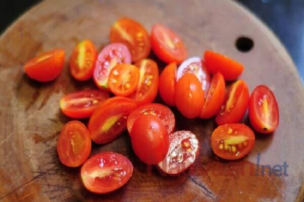 cà chua bi cắt nhỏ