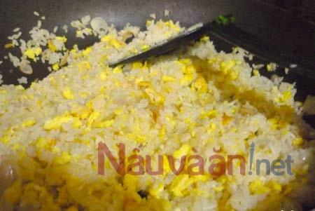 Cơm rang với trứng