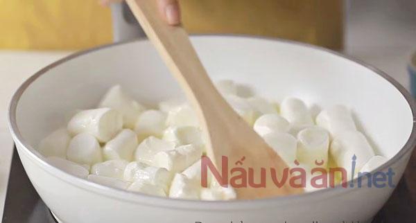 nấu chảy kẹo marshmalow