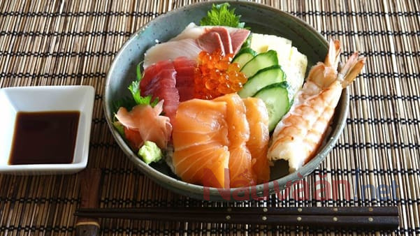 Món Chirashi sushi