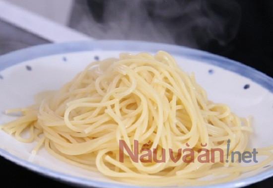 Luộc mỳ Ý