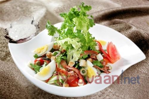 hoàn thành món salad