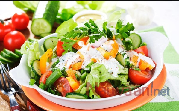 salad bí đỏ thịt hun khói