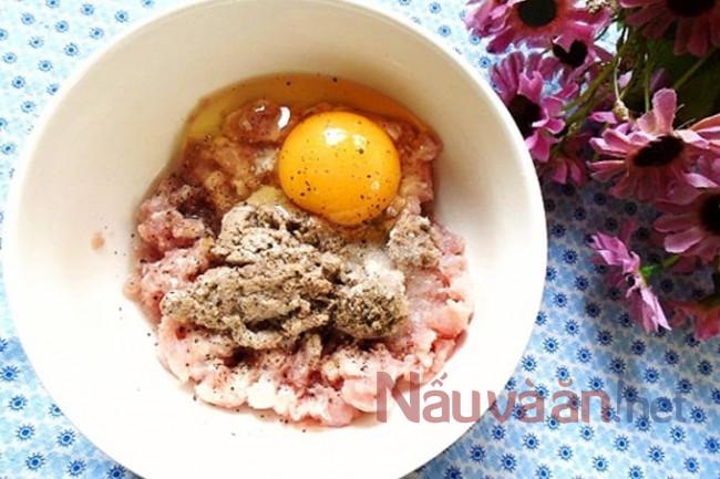 đánh trứng với thịt