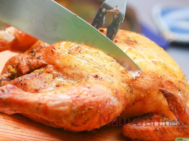 cắt thịt ngay khi còn quá nóng