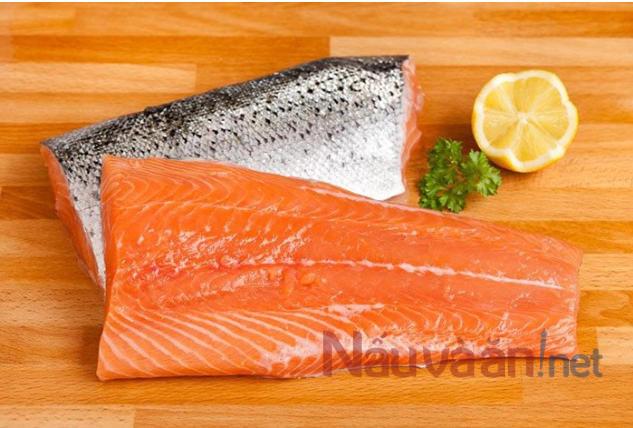 cá hồi tốt cho phụ nữ sau sinh